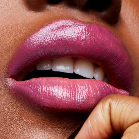 MAC Lipstick Lustering