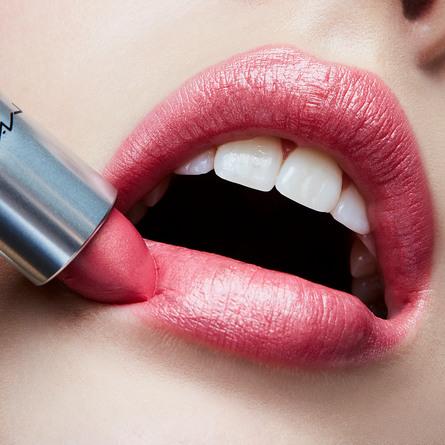 MAC Lipstick Bombshell