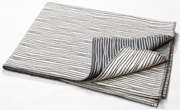 Fussenegger Nova Blanket 145 x 220 cm Sort/Hvid