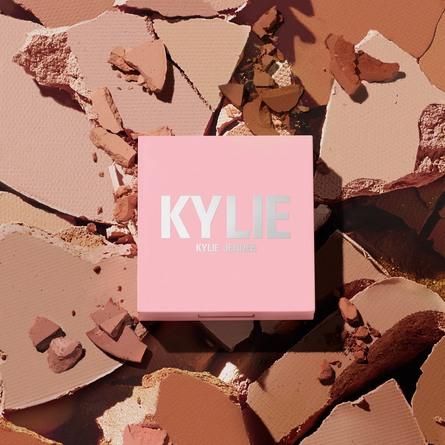 Kylie by Kylie Jenner Pressed Bronzing Powder 100 Khaki